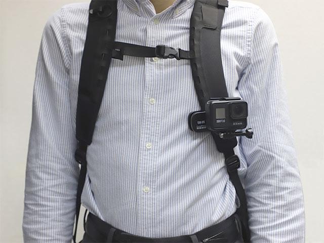 スイベルクリップ(マグネット付き)ATCLP-001 リュックサックベルト装着イメージ